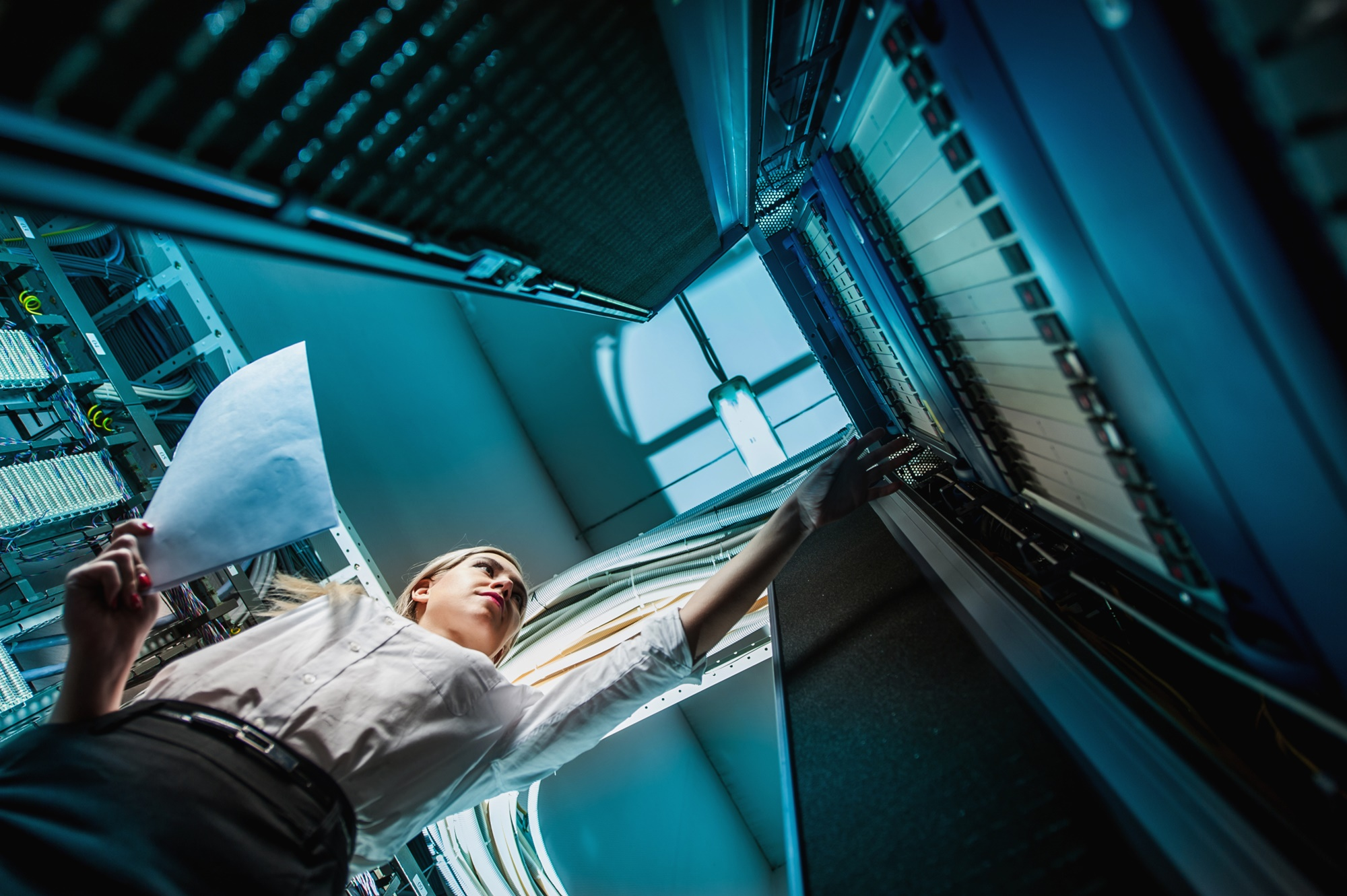 14146_staff-woman-person-in-data-center-people-health-and-safety-ThinkstockPhotos-agnormark